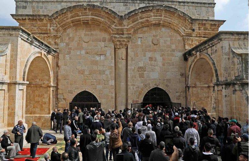 الإسلامية المسيحية: لا يحق لأي محكمة إغلاق مصلى باب الرحمة