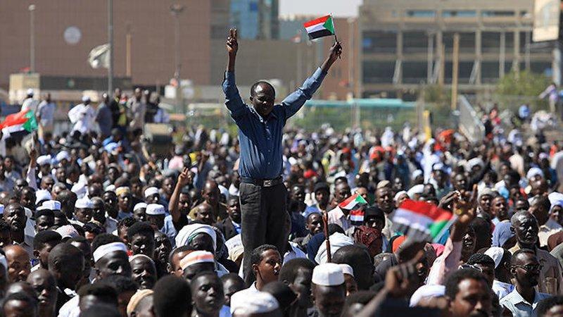 """السودان.. دعوات لمظاهرات جديدة رفضا لـ""""الطوارئ"""""""