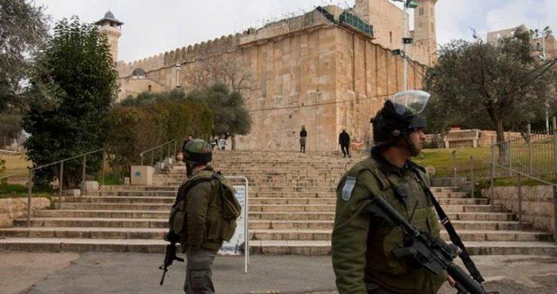 الاحتلال يحتجز فتاة قرب الحرم الإبراهيمي
