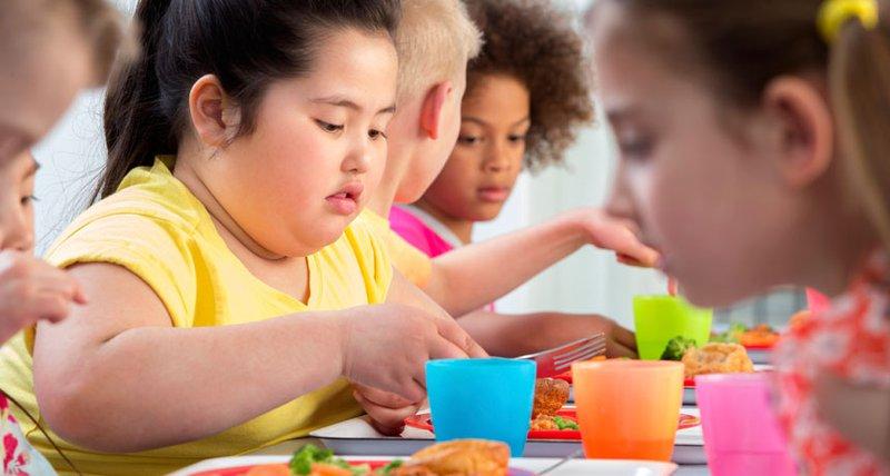 دراسة: الفطام المبكر يزيد من خطر السمنة لدى الاطفال
