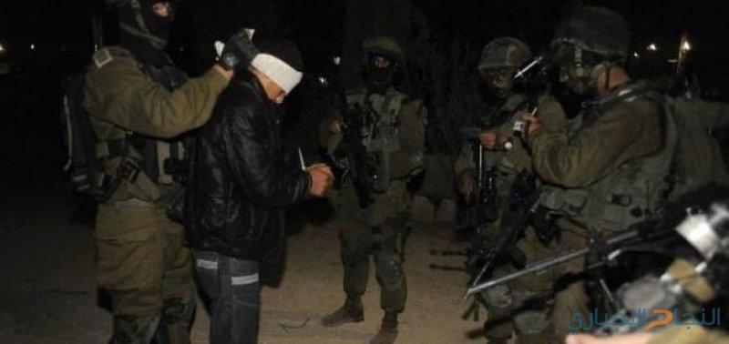 قوات الاحتلال تختطف شابًا خلال كمين لها في الخليل