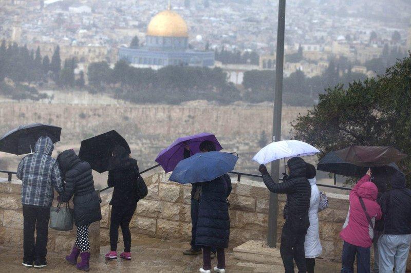فلسطين تتأثر بمنخفض جوي سريع