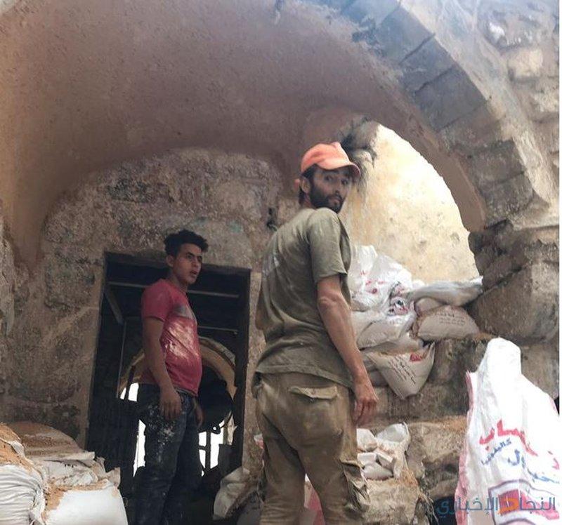قوات الاحتلال تغلق منزلاً تحت الترميم بالخليل