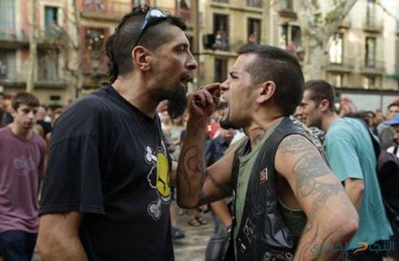 فيديو: إشتباكات عنيفة بين مؤيدي الانفصال ومعارضيه عن إسبانيا