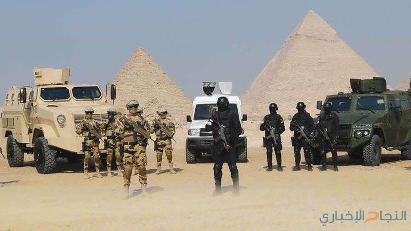 """""""تمساح"""" الجيش المصري في ساحات الأهرامات"""