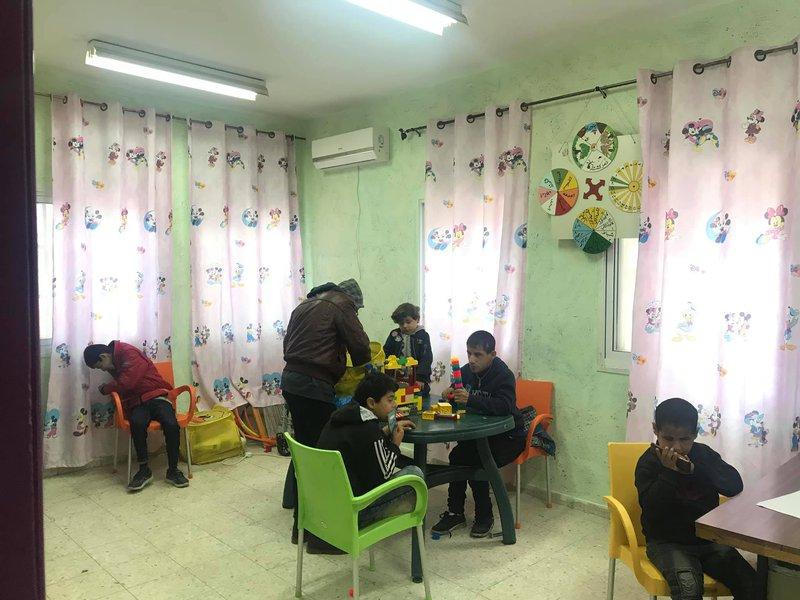 مركز التطوير المجتمعي في مخيم عسكر.. حاضنة ذوي الإعاقة