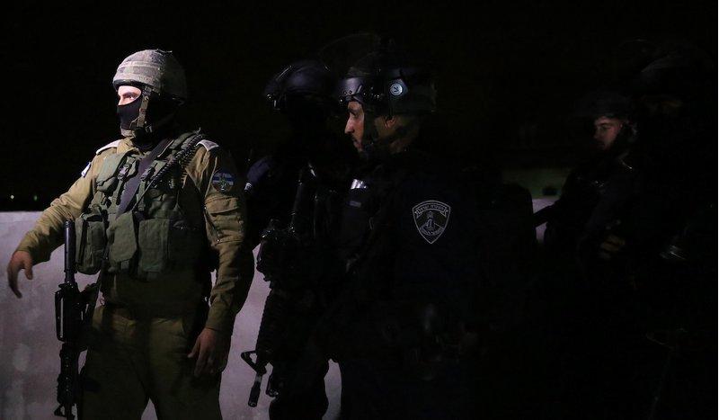 الاحتلال يعتقل شقيقين خلال اقتحام قرية المغير برام الله