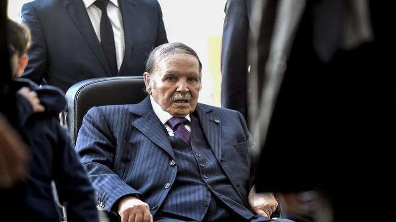طائرة الرئيس الجزائري بوتفليقة تحط بمطار بوفاريك العسكري