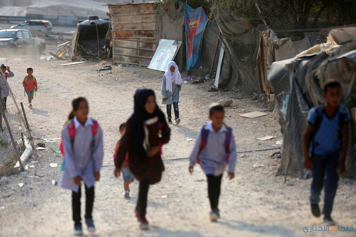 الأطفال في الخان الاحمر يتوجهون الى مدارسهم، صباح اليوم الخميس.