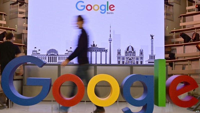 غوغل يرفع رواتب موظفيه الرجال ليتوازوا بزميلاتهم النساء