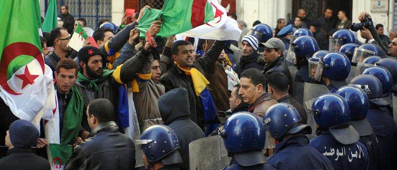 العمال الجزائري: على الرئيس أن يعيد الكلمة للشعب