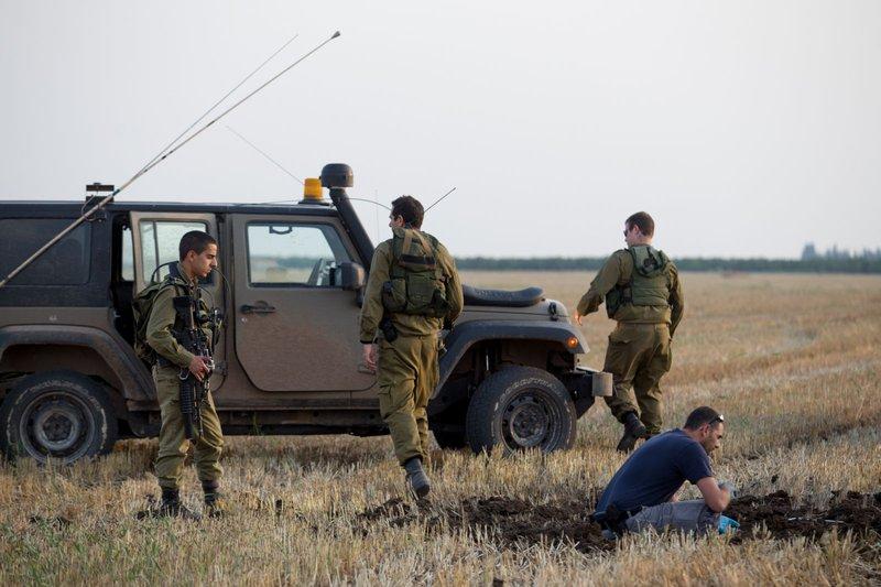 الاحتلال يعثر على شظايا صاروخ سقط قرب تل أبيب