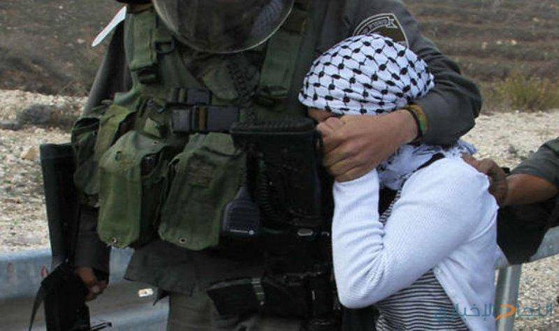 الاحتلال يعتقل طفلا من الخليل