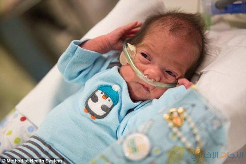 خرج إلى الحياة بعدما بقي 55 يوماً في رحم أمه الميتة!