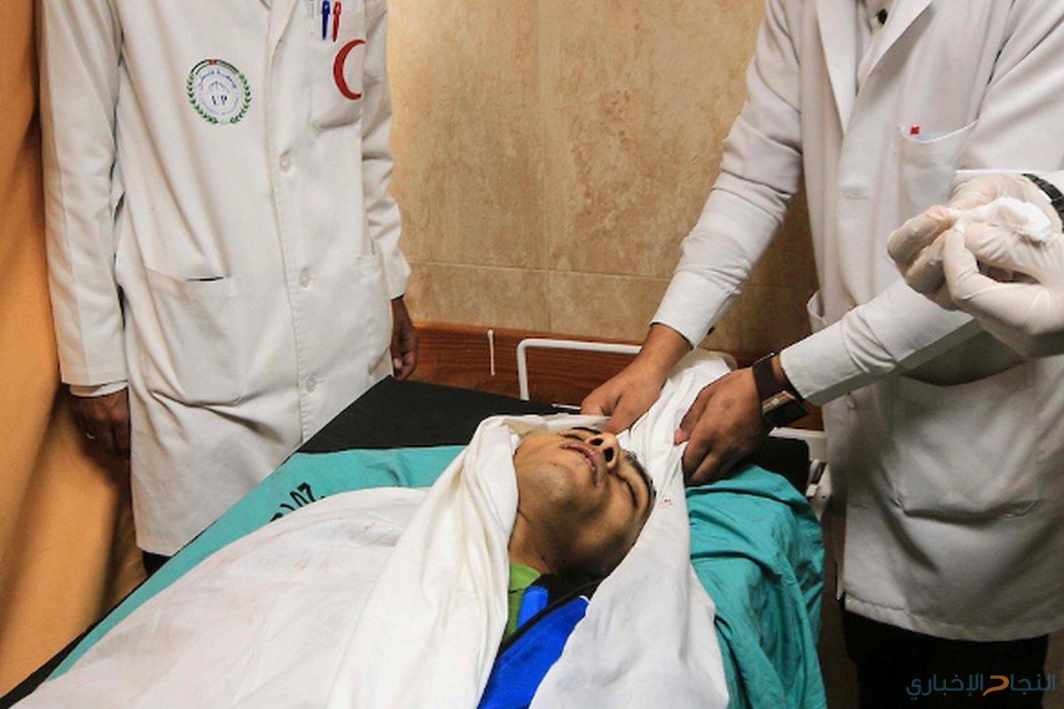 جثمان المواطن الفلسطيني محمد أبو شربين، 20 عاماً، الذي قُتل برصاص القوات الإسرائيلية على الحدود بين إسرائيل وغزة، في مشرحة مستشفى الأقصى في دير البلح