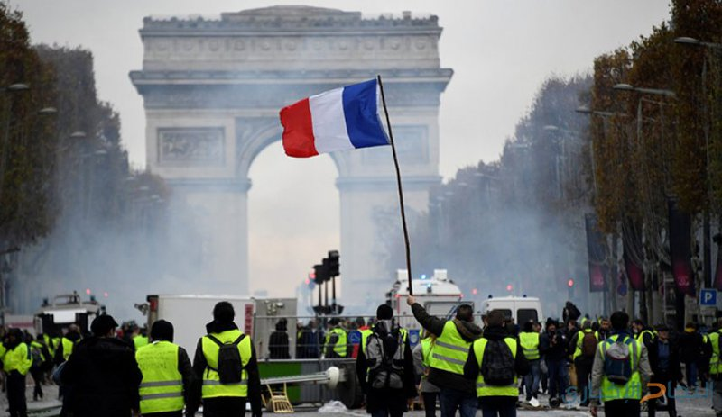 """اعتقالات ومواجهات مع عودة """"السترات الصفراء"""" إلى باريس"""