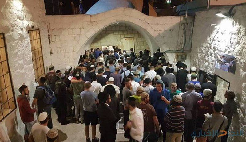 مئات المستوطنين يقتحمون مقامات دينية في عورتا