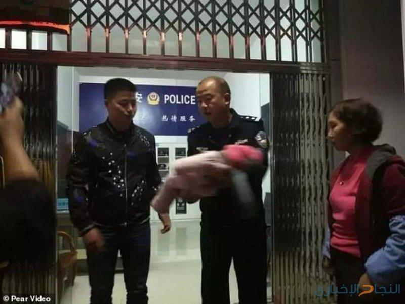 عذر أقبح من ذنب.. صيني باع ابنته الرضيعة!