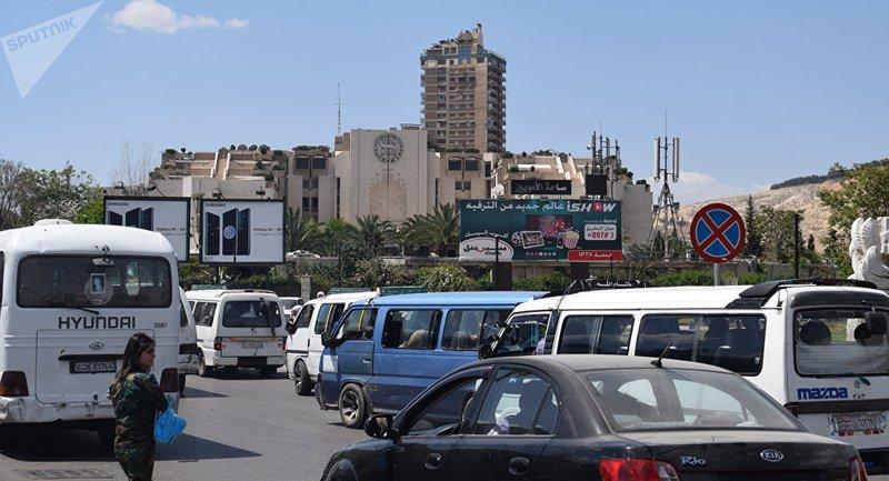 رجل سوري يحجز مكان في حافلة بطريقة عجيبة