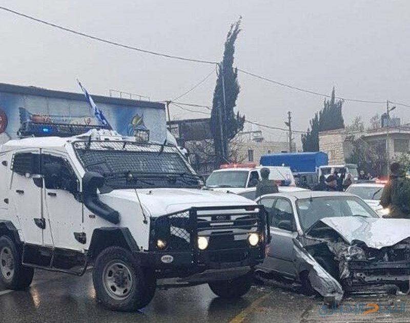 إصابة 4 مواطنين صدمت شرطة الاحتلال مركبتهم بشكل متعمد