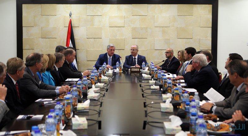 رئيس الوزراء يطلع وفدا من الكونغرس الأمريكي على انتهاكات الاحتلال