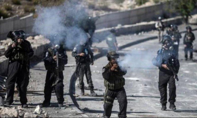 اصابات بالاختناق عقب اقتحام الاحتلال محيط المدارس في ابو ديس