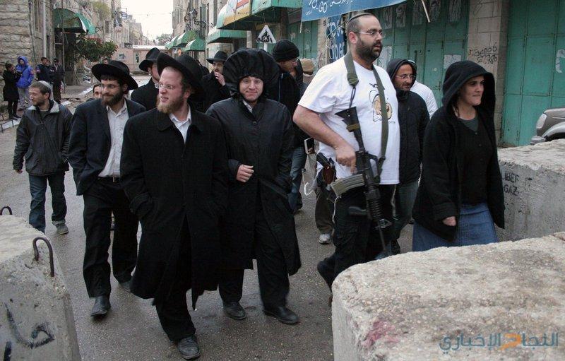 مستوطنون يهاجمون نشطاء ومنازل في تل الرميدة