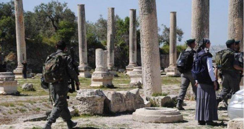 الاحتلال يقتحم سبسطية ويغلق الموقع الأثري