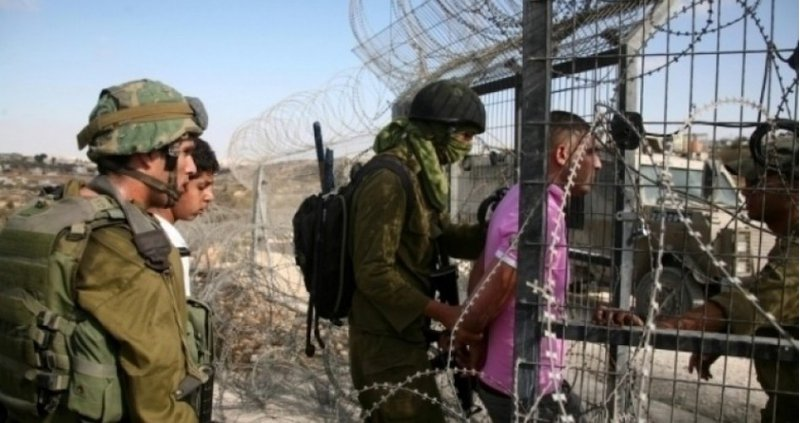 اعتقال شاب بزعم اجتيازه السياج الحدودي جنوب قطاع غزة
