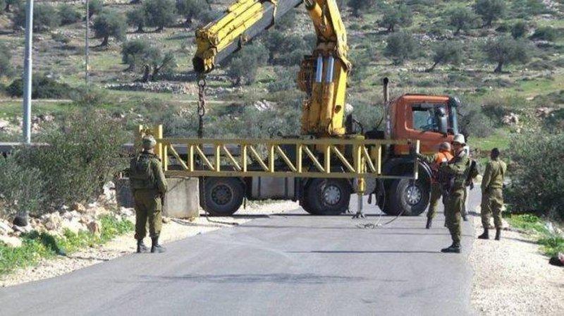 الاحتلال يغلق طرقا زراعية جنوب الخليل