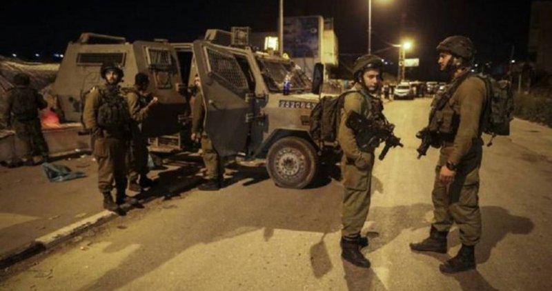 الاحتلال يفتش عدة أحياء في مدينة الخليل