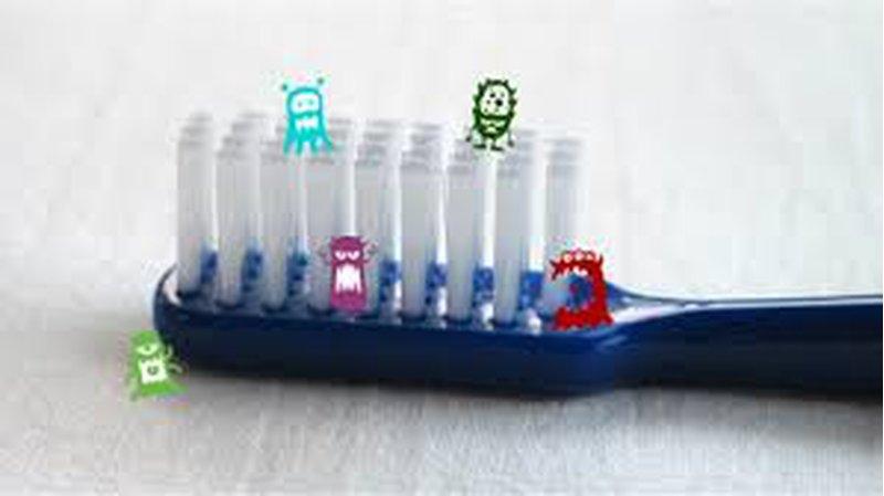 ما هي الطريقة الأفضل لتعقيم فرشاة الأسنان ؟