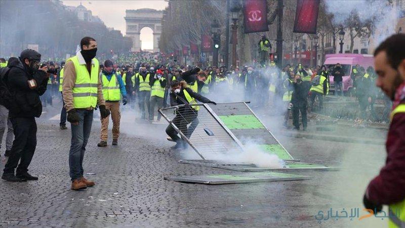 """فرنسا..اجتماع حكومي طارئ لاحتواء """"السترات الصفراء"""""""
