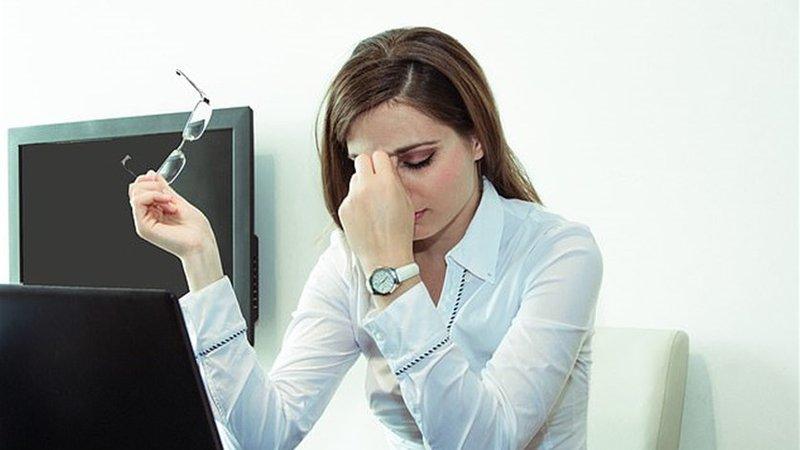 ما هي الأمور التي تصيب المرأة بالاكتئاب في العمل؟