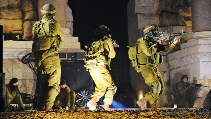 الاحتلال يعتقل فلسطينيين خلال اقتحامه قرية ياصيد