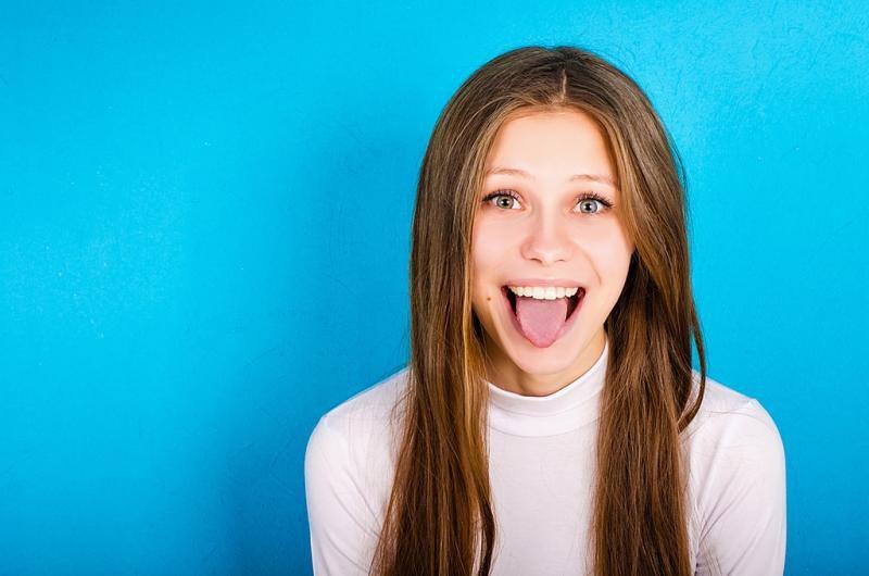 تقنية تمكنك من تغيير شكل وجهك مجانا بواسطة لسانك
