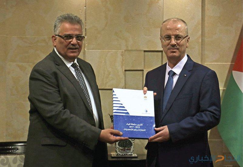 الحمد الله يتسلم تقرير سلطة المياه 2015-2017
