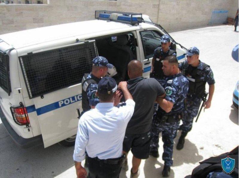 الشرطة تقبض على افراد عصابة متهمة بتنفيذ سرقات في الضفة