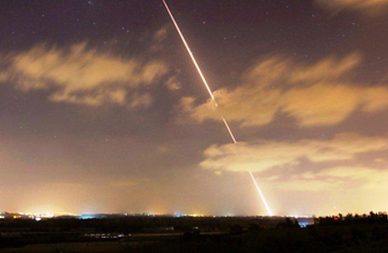 سقوط صاروخين على تل أبيب أطلقا من غزة والكابنيت يلتئم