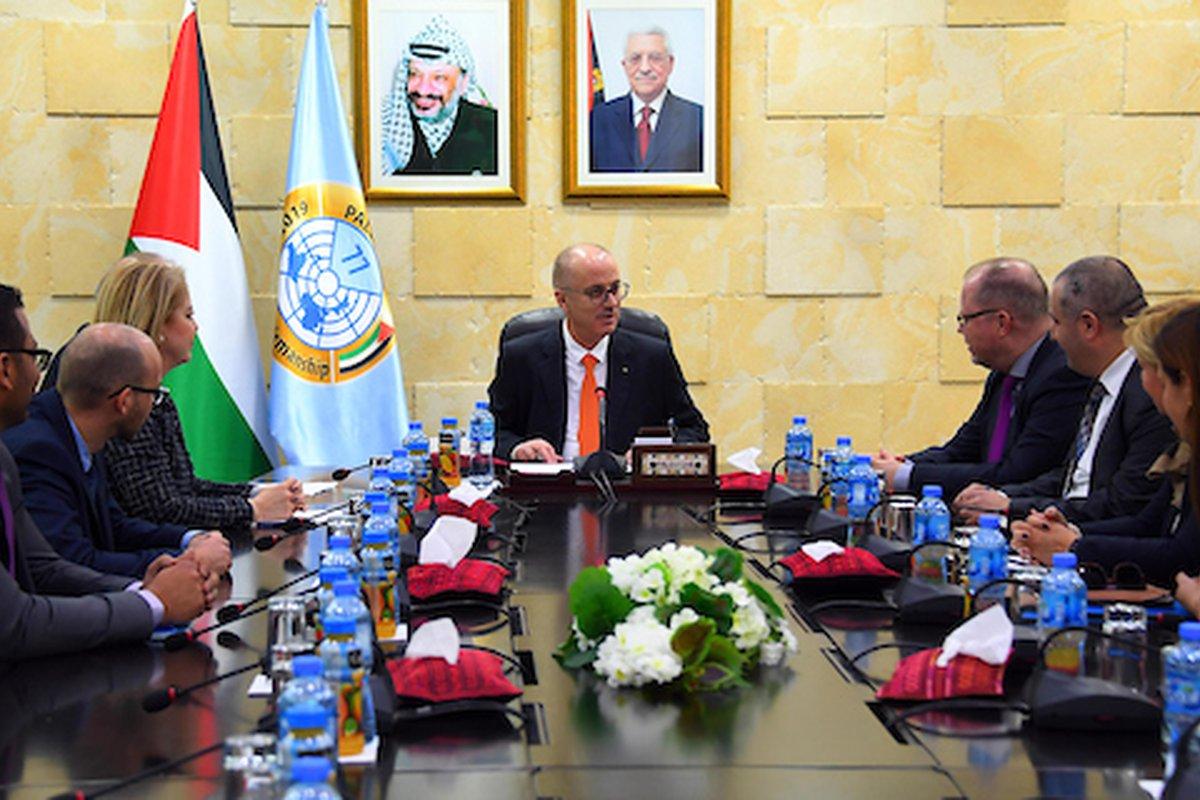 رئيس الوزراء الفلسطيني ، رامي الحمد الله ، يلتقي بوفد البرلمان الألماني في مدينة رام الله بالضفة الغربية في 6 مارس 2019.