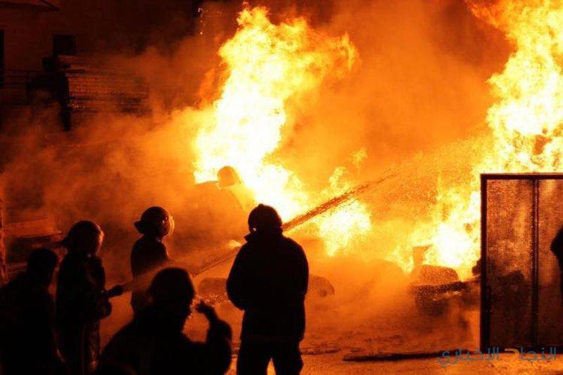 (13) إصابة في حريق مصنع بالخليل
