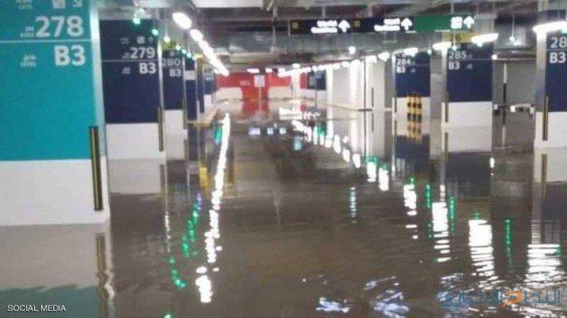 الكويت تعطل الملاحة والعمل بالوزارات بسبب الأمطار