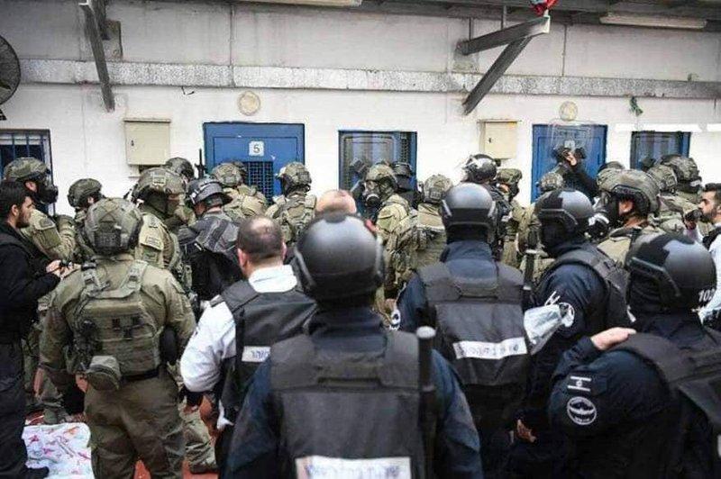 معتقلو مجدو يدعون للضغط على الاحتلال لوقف تركيب أجهزة تشويش