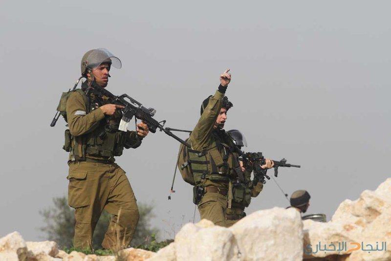 الاحتلال يستولي على سطح منزل وينصب حواجز عسكرية