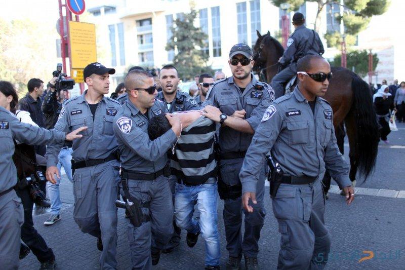 الاحتلال يعتقل 16 عاملا فلسطينيا