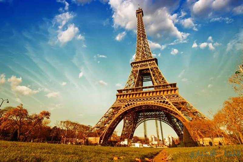 169 ألف يورو مقابل جزء من درج برج إيفل !
