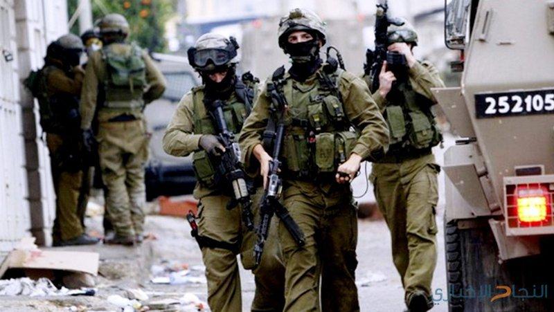 قوات الاحتلال تقتحم بلدة حزما شمال شرق القدس