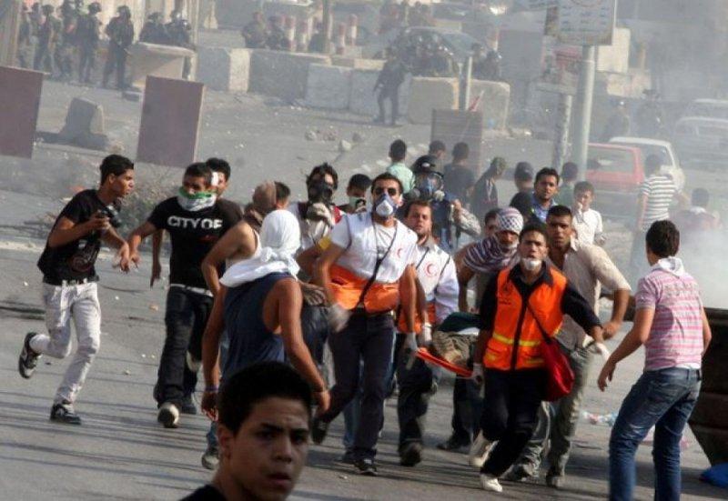 اصابة مواطن بعينه جراء اعتداء جنود الاحتلال عليه في الخليل