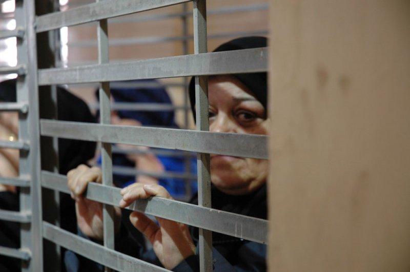 50 أسيرة في سجون الاحتلال