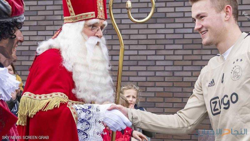 أياكس أمستردام يسخر بقسوة من برشلونة